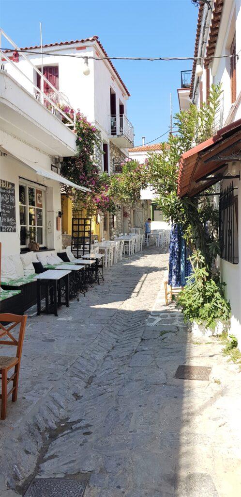 Small street in Skiathos town. www.evaogmalthe.dk