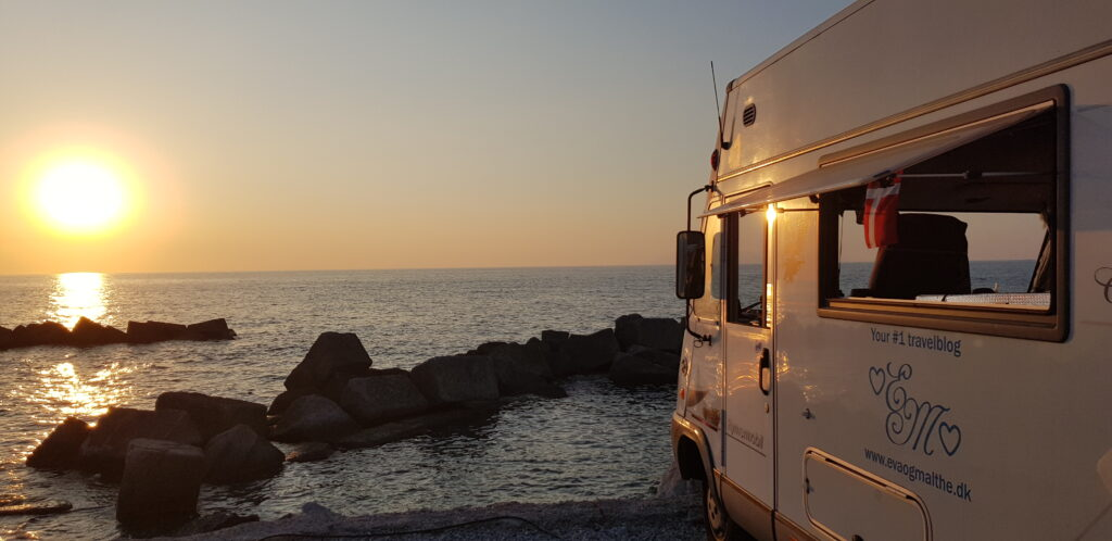 Hymer at sunset 5 tips for RV beginners www.evaogmalthe.dk
